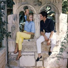 """en-dansant-la-javanaise: """" Jane Fonda and Alain Delon on location at the villa Torre Clementine in Villefranche for the filming of René Clément's """"Les Félins"""", photo by Francois Pages, 1963 """" Jane Fonda, Henry Fonda, Old Hollywood Glamour, Classic Hollywood, Poses, Film Le, Winter Typ, Paris Match, Actrices Hollywood"""