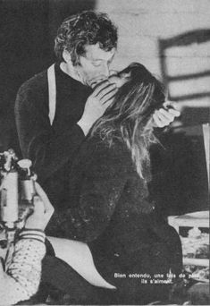Jane Birkin and Serge Gainsbourg- I love this stolen snap Serge Gainsbourg, Gainsbourg Birkin, Charlotte Gainsbourg, Jane Birkin, Studio 54, Look At You, All You Need Is Love, Photo Vintage, Romance