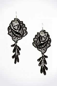 Chandelier lace earrings in black by White Rabbit Days are a fundamental accessory for any classic outfit.