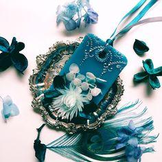 タボレッタ(サシェ)とは蜜蝋を主としたロウに香りを加え、プリザードフラワーやドライフラワーなどで飾り付けたアロマワックスバーの事…