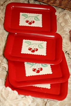 """Read More""""Classic Appetizer Trays by roseylittlethings.Door County is asking!"""", """"Classic Appetizer Trays by roseylittlethings pink, cherries"""", Red And White Kitchen, Cherry Kitchen, Red Kitchen, Kitchen Retro, Retro Kitchens, Vintage Tins, Vintage Love, Vintage Decor, Retro Vintage"""