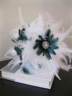 29. Fluff out your wedding bouquet with feathers.  | Make 33 Pretty Things With (Cruelty-Free) Feathers