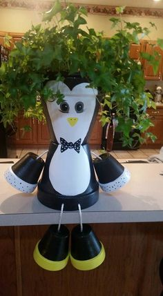 Mr. Penquin..John's Clay Pot Projects, Clay Pot Crafts, Diy Clay, Diy Projects To Try, Crafts To Make, Flower Pot Art, Clay Flower Pots, Flower Pot Crafts, Clay Pots