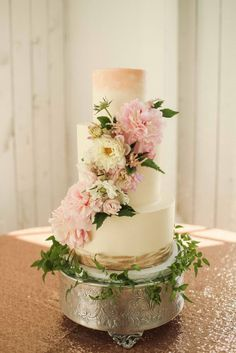 This pretty gold and blush watercolor cake was adorned with fresh floral and greenery for a romantic barn wedding. Cake by Sugar Bee Sweets Bakery Photo by Dot and Anchor Florals by We + You Wedding Ideas Board, Wedding Cake Inspiration, Wedding Planning, Style Inspiration, Wedding Cake Stands, Amazing Wedding Cakes, Traditional Wedding Cakes, Watercolor Cake, Wedding Sweets