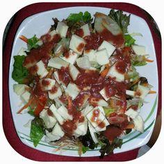 Ensalada, queso y vinagreta de fresas y balsamico / Salad, cheese  and strawberry balsamic vinaigrette