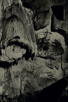 Dove Allouche: Les Pétrifiantes, 2012 Ambrotype Collodion, éther, éthanol, iodure de potassium, bromure de potassium, nitrate d'argent, acide nitrique, sulfate de fer, hyposulfite de soude sur verre