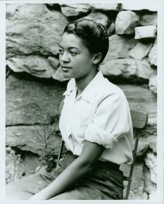 Washington) Black Mountain College Summer Art Institute - Black Mountain NC - 1946 - Photo by Nancy Newhall African American Fashion, African American History, Vintage Black Glamour, Vintage Beauty, Asheville, Carolina Do Norte, North Carolina, Black Mountain College, Women In History