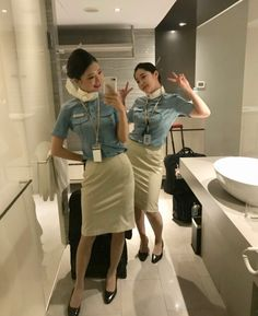 Airline Uniforms, Korean Air, Military Women, Cabin Crew, Flight Attendant, In Pantyhose, High Class, High Waisted Skirt, Beautiful