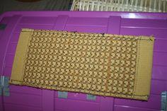 Sinapin värinen nukkekodin matto  2,50 €
