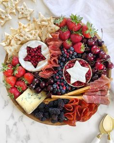 🍓🍒🍇🧀 This charcuterie/fruit board is such a great (and easy) idea for your cookouts this of July! Charcuterie And Cheese Board, Charcuterie Platter, Antipasto Platter, Cheese Boards, Party Food Platters, Fourth Of July Food, July 4th, Sandwiches, Gastro