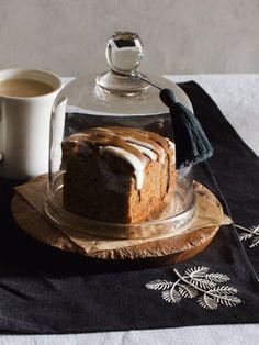 2色のアイシングでシンプルケーキをおめかし 『ELLE a table』はおしゃれで簡単なレシピが満載!