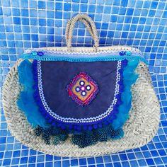 Capazo ovalado tamaño bolso de mano detalle frontal en cuero azul Limited Edition Anna Civis