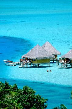 huts on the clear water, Polinesia