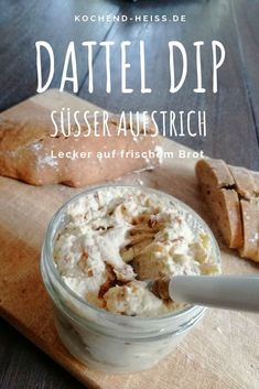 35 Perfect Party Finger Foods: Party Appetizers - The Daily SpiceParty finger foods and party appetizers: Easy Cinnamon French Toast SticksDip with dates and cream cheese - spicy & sweet spread kochend-heiss.deDate dip with cream Cream Cheese Dips, Cream Cheese Spreads, Mexican Breakfast Recipes, Mexican Food Recipes, Sandwich Vegan, Oven Vegetables, Cinnamon French Toast, Salsa Picante, Cheese Bites