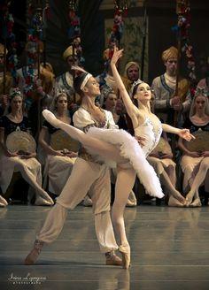Olesya Novikova and Leonid Sarafanov in la Bayadere, Mariinsky Ballet