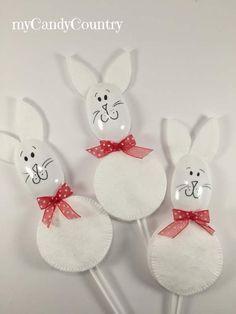 Coniglietti di Pasqua con dischetti levatrucco e cucchiai di plastica