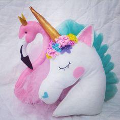 Almofadas de feltro flamingo e unicórnio #arte #feltro #feitoamao #trabalhomanual #almofada #almofadas #artesanato #flamingo #feitoamão #corderosa #pink #unicornio #tutu #tulle