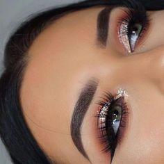 Cute Makeup Looks, Makeup Eye Looks, Gorgeous Makeup, Fall Eyeshadow Looks, Eyeshadow With Glitter, Silver Glitter Eye Makeup, Party Makeup Looks, Glam Makeup Look, Red Eyeshadow Makeup