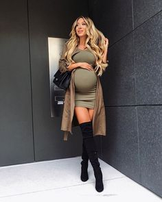 The style is not lost or pregnant - Baby Boom - Cute Maternity Outfits, Fall Maternity, Stylish Maternity, Maternity Dresses, Maternity Fashion, Pregnancy Fashion, Maternity Style, 4 Months Pregnant Belly, Pregnant Baby