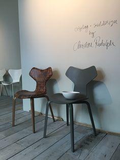 Chaise Grand Prix Fritz Hansen - Salone del Mobile 2015 - Showroom Milan http://www.madeindesign.com/prod-chaise-empilable-grand-prix-bois-fritz-hansen-ref3130-frene-noir195.html