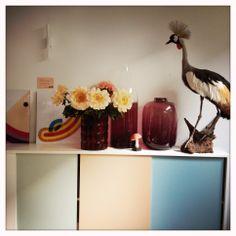 een mooi setje met Happy van Bob van Dijk (links), een paar grote vazen van Pols Potten en onze Koningsvogel.