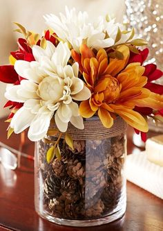 10 Fall Decor Ideas - Simply ClarkeDo you need inspiration for autumn decor ideas for your home? Get some ideas and decorating tips here!Fall Home Decor, Fall Decor, Fall Table Decor, Fall Decor, Rustic Home Fall Home Decor, Autumn Home, Diy Autumn, Fall Apartment Decor, Diy Décoration, Easy Diy, Sell Diy, Seasonal Decor, Autumn Decorations