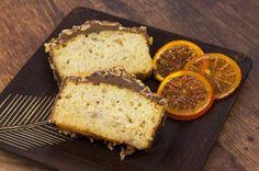 Aprende a preparar thermomix: Bizcocho de naranja con cobertura de chocolate con esta rica y fácil receta. La naranja y el chocolate son dos ingredientes que se...