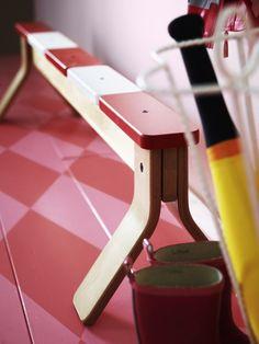 La poutre d'équilibre IKEA PS 2014 transforme n'importe quelle pièce en aire de jeux.