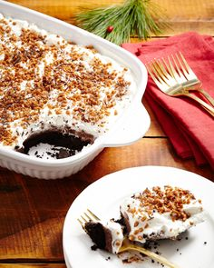 No Bake Mississippi Mud Pie Perfect for holiday celebrations. Yummy Treats, Sweet Treats, Gourmet Recipes, Dessert Recipes, Mississippi Mud Pie, Good Food, Yummy Food, Holiday Traditions, Christmas Desserts