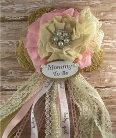 Pink and Ivory Burlap and Lace Mommy To Be Corsage Vintage Shabby Baby Shower… Distintivos Baby Shower, Bebe Shower, Fiesta Baby Shower, Baby Shower Vintage, Shabby Chic Baby Shower, Baby Shower Gender Reveal, Baby Shower Parties, Baby Shower Themes, Baby Boy Shower