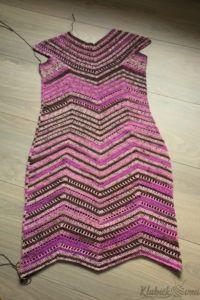 Návod: Háčkované dámské šaty   Pilgrim Desi, Crochet Top, Tops, Women, Fashion, Moda, Fashion Styles, Fashion Illustrations, Woman