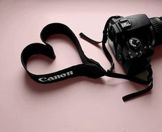 Reflex Canon avec courroie de cou en cœur