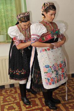 Fotogaléria | Bábiky v kroji Folk Costume, Costumes, The Shining, German, Polish, Culture, Traditional, Beauty, Art