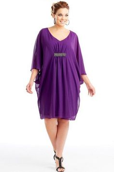 """Demasiado hermoso """"Metallic detail dress/Sweet Purple Style No: Imitation silk knee-length dress. This divine cape dress has a deep V-neckline and features Curvy Girl Fashion, Plus Size Fashion, Plus Size Dresses, Plus Size Outfits, Plus Size Womens Clothing, Clothes For Women, Plus Size Kleidung, Mothers Dresses, Purple Fashion"""
