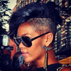 Aviator Diva Rihanna. RiRi #Rihanna, #Riri, #pinsland, https://apps.facebook.com/yangutu