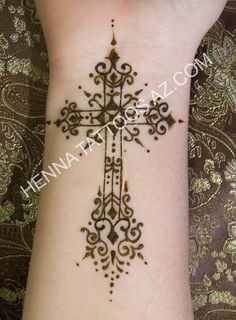It shown in henna, but would be gorgeous in a real tattoo