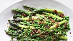 24 Asparagus Recipes for Salad, Pasta, Soup, and More AUGUST 23, 2016 BY BON APPÉTIT Asparagus is incredibly versatile: shaved in a salad, roasted until crispy, or puréed into soup, these green stalks have a bright, unique flavor—here are 24 of our favorite recipes.