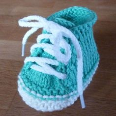 Cute Baby Booties This crochet pattern / tutorial is available for free...  Full Post: Cute Baby Booties