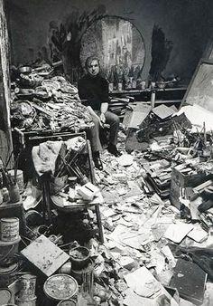Francis Bacon in his studio in1977