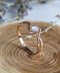 Vintage Rainbow Moonstone engagement ring Art deco Jewelry birthstone Anniversary gift for her Art Deco Mondstein Verlobungsring Rotgold Art Deco Schmuck, Bijoux Art Deco, Diy Schmuck, Art Deco Jewelry, Jewelry Rings, Fine Jewelry, Gold Jewelry, Crystal Jewelry, Women Jewelry