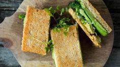 Ostesmørbrød med brokkoli og avokado
