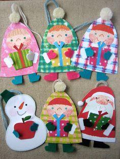 2011クリスマスカードショーに出展したものです。手にプレゼントを持った子ども達やサンタさんのカードオーナメントです。プレゼントは2つ折にしたミニカードになっ...|ハンドメイド、手作り、手仕事品の通販・販売・購入ならCreema。