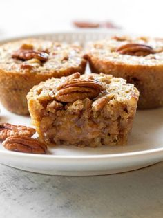 Pecan Pie Muffins Recipe - The Girl Who Ate Everything - - These Pecan Pie Muffins are a mix between a pie and a muffin. They have a muffin texture with a soft gooey inside like a mini Southern pecan pie. Pecan Pie Muffins, Coffee Cake Muffins, Mini Muffins, Baking Muffins, Pecan Pies, Apple Pies, Breakfast Muffins, Muffin Recipes, Baking Recipes