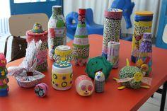 Chocalhos construídos por monitoras e agentes de educação infantil do CEMEI Maria da Glória
