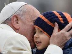 """Il Papa: la vita in tutte le sue fasi è """"sacra e inviolabile"""", bimbi e nonni """"sono la speranza"""""""