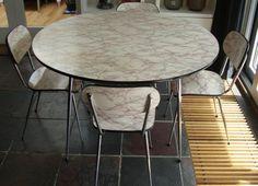 Vintage keuken tafel + 4 stoelen uit grootmoeders tijd - Bieden
