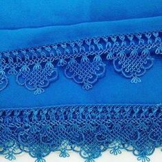 This post was discovered by Songül Çolak. Discover (and save!) your own Posts on Unirazi. Crochet Trim, Filet Crochet, Crochet Unique, Chicken Scratch, Point Lace, Needle Lace, Lace Collar, Crochet Flowers, Flower Decorations