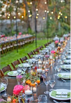 Beautiful outside dining Al Fresco Dining, Garden Wedding, Tablescapes, Buffet, Wedding Inspiration, Table Decorations, Wedding Dreams, Party Ideas, Entertaining