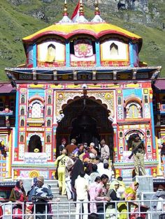 Badrinath Temple-Badrinath is one of the most sacred places on earth. Indian Temple, Hindu Temple, Temple India, India Architecture, Religious Architecture, Om Namah Shivaya, India Travel Guide, Indus Valley Civilization, Pilgrimage