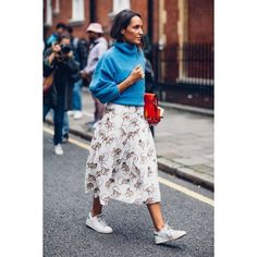 On the street at London Fashion Week. Photo: Moeez Ali A Gucci Fanny Pack Proved to Be the 'It' Bag of London Fashion Week Latest Fashion For Women, Trendy Fashion, Spring Fashion, Autumn Fashion, Fashion Outfits, Womens Fashion, Fashion Trends, Fashion 2018, Milan Fashion